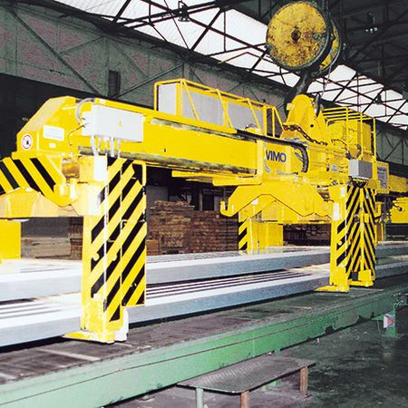 Tong for long loads with motorised tong arm drive system