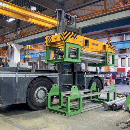 Lifting truck-stacking cradle spreader system, motor-driven