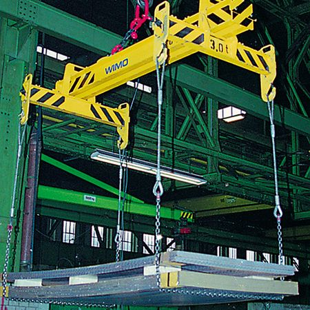 Jib spreader with four suspension shackles