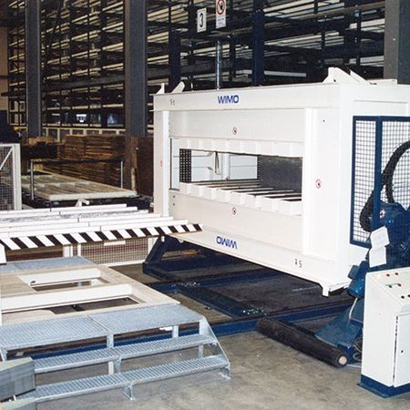 Turning equipment with loading carriage for 180° turning of blank stacks without pallets